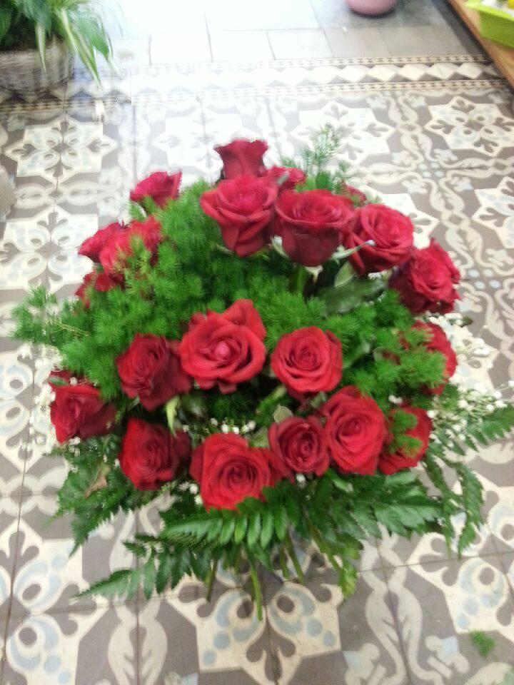 le bouquet de roses rouges Bouquet valenciennes fleurs fleuriste hé fleur et moi le Quesnoy Saint amant Denain