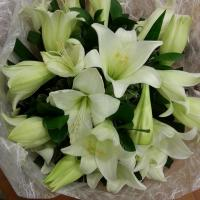 bouquet de lys Bouquet valenciennes fleurs fleuriste hé fleur et moi le Quesnoy Saint amant Denain