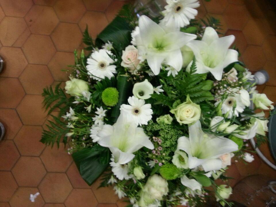 Coussin vert et blanc lys 1