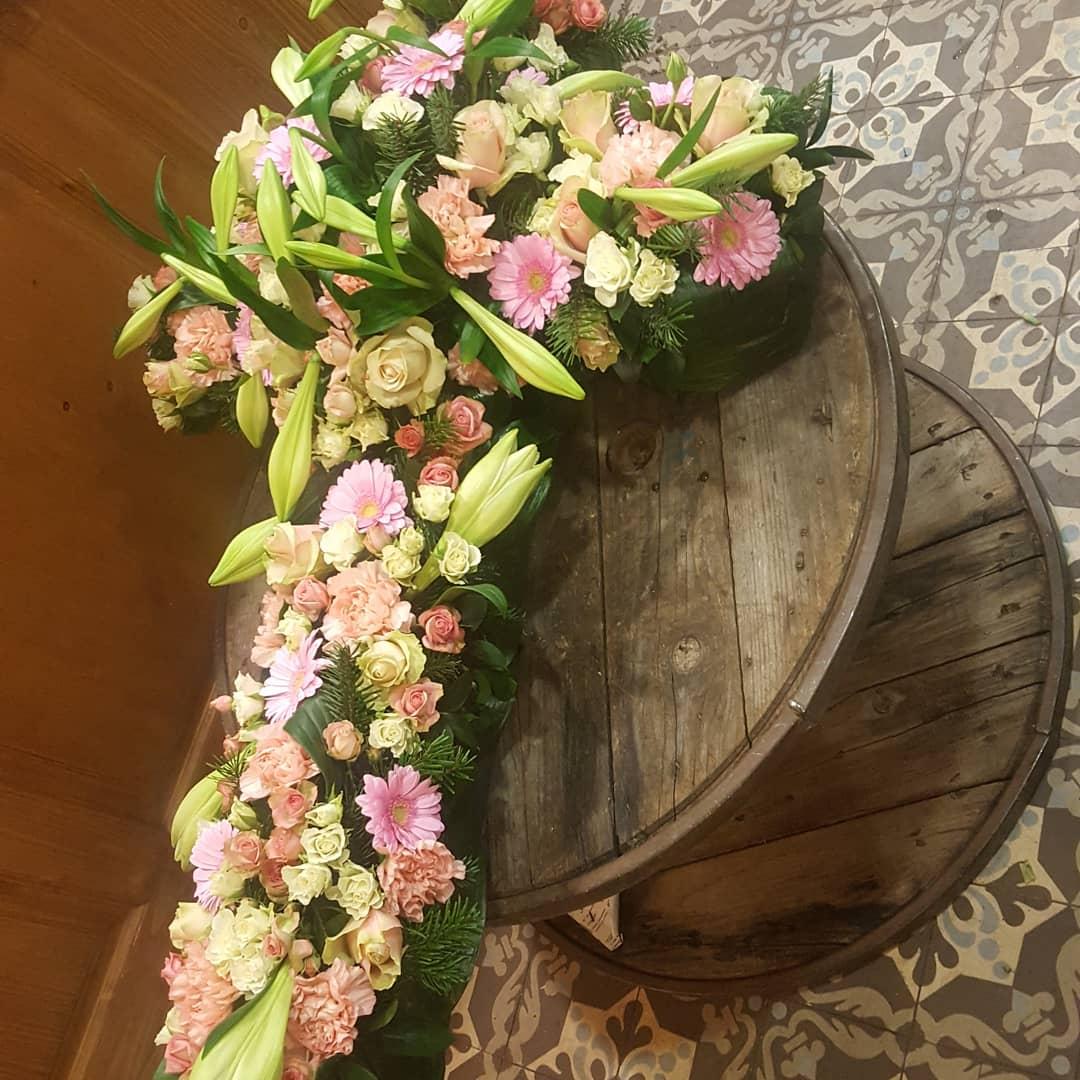 Croix deuil Hé fleur et moi fleuriste valenciennes fleurs Denain Saint Amand nord Hainaut enterrement  Le Quesnoy