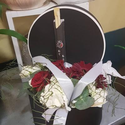Composition de fleurs boite a chapeau spéciale nouvel an chinois